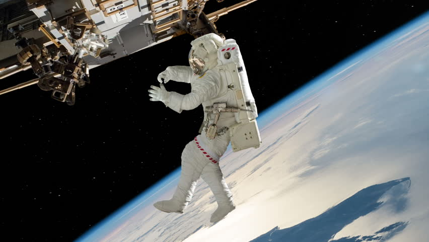 do astronauts in the space station experience gravity - photo #32