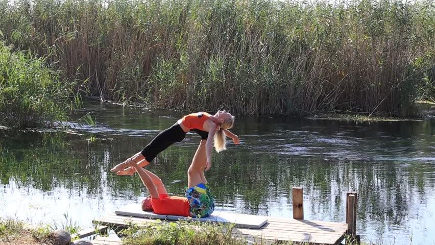 Мужчина женщина на речке видео фото 583-262
