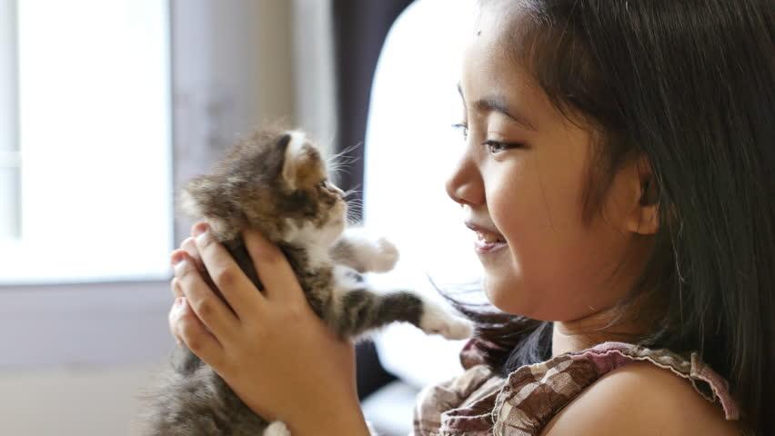 Resultado de imagen para asiaN bABY  girl with cat