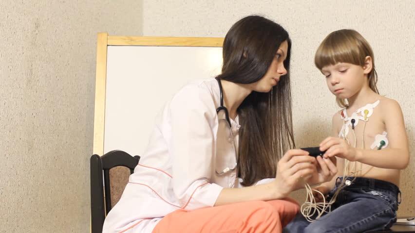 Видео мальчишка и женщина фото 455-360