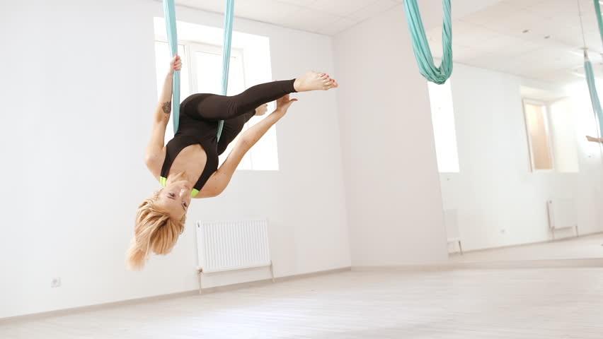 анльная акробатика блондинка