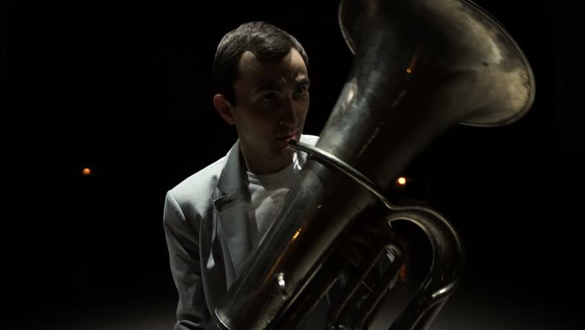 Header of tuba