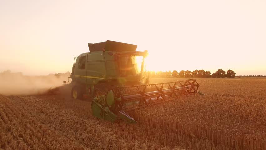 Header of agribusiness