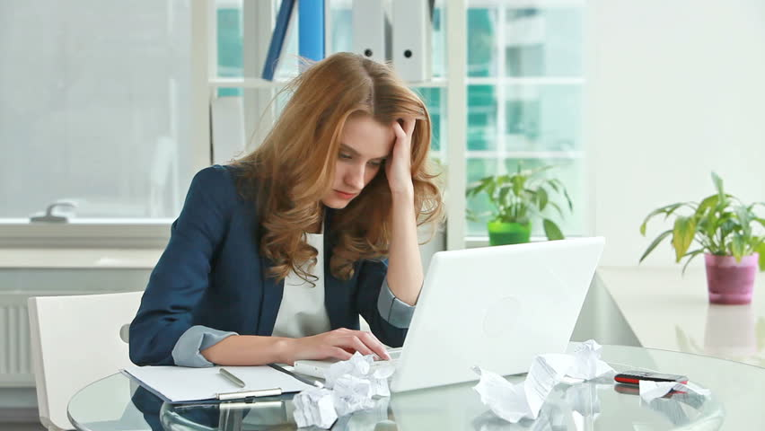 Frustrated young woman trying to straighten out business matters but – no good