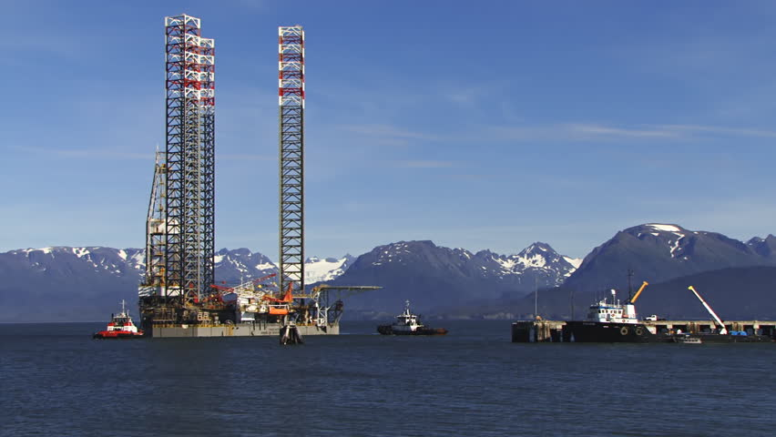 Timelapse of part of the event: Jack up rig Endeavour being towed to the