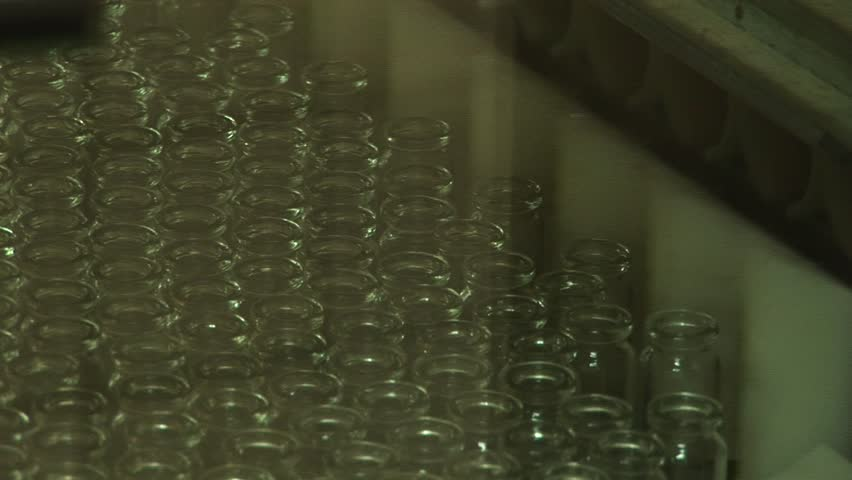 Technological line for packaging of drugs in glass vials