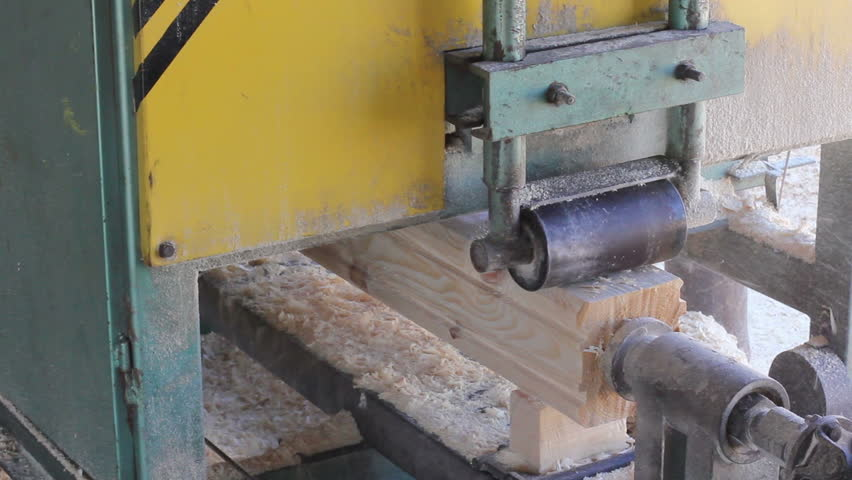 Square wood chip grinding machine process