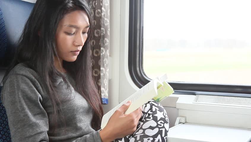 Αποτέλεσμα εικόνας για woman reading a book