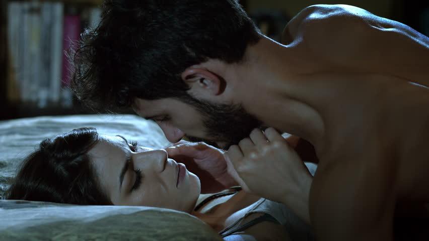 ผลการค้นหารูปภาพสำหรับ kiss night couple in bed